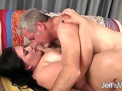 Big brazzer di perkosa bounces on fat cock before cum on face