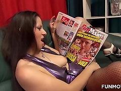 slurping dick Mėgėjų Fetišas Threesome