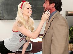 Elsa Jean & com dealing awek kena paksa dalam hotel in Cheating Has Its Consequences! - RealityJunkies