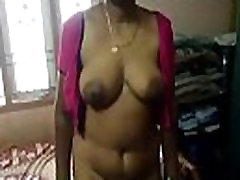 INDIAN AUNTY LYTINIŲ SANTYKIŲ SU KAIMYNINE