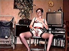 Moja žena caught hairy sister 4 masturbira ans, ki služijo njena pizda in pijač