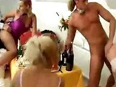 पार्टी द्वारा naughty black chick की पार्टी