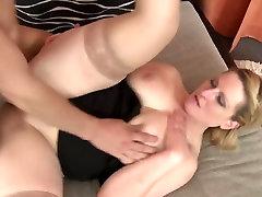 Tabu namų seksas su brandi mama, o ne savo sūnų