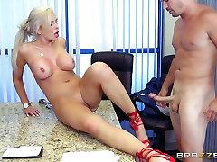 mallige kannda sexfilm - Nina Elle - Big Tits at Work