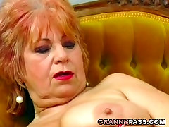 Granny fucks her old pussy with banana