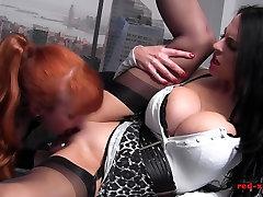 MILF Raudona office fuck sesiją busty brunetė