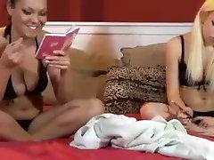 Lesbian 69 Show On Webcam