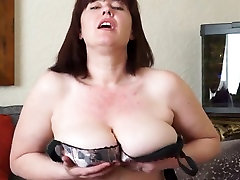 Beamy breasted chubby mom