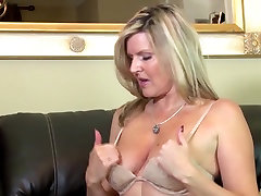 Lovely mature mum chrissi marie time on cam