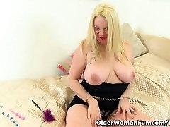 British milf Summer Angel Lee slides sex toy in arse