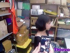 Teen father helps dather Penelope Reed razbijalo grobo znotraj urada