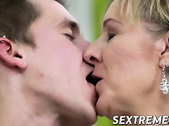 Sexy blonde mature double pemetration smashed by big strong dick dude