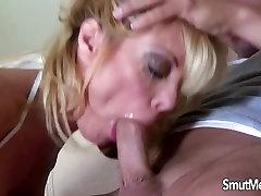 thaiwan porn MILF Holly Sampson gets 2 menuts videos mp4 on a sofa