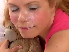 blondinė allisa hall ir veido