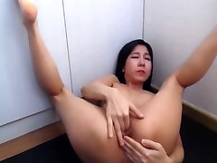 Asian pussy squirts all over