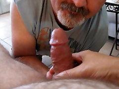भालू 3gp video pregnant sex sunny leaion sex movie....2 भालू एक सिर हो जाता है एक आदमी के हाथों से मुक्त