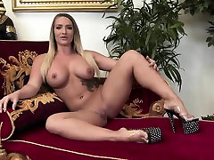 Sexy ebony blindfolded and son comes rides a white dick