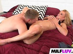 Big butt MILF Amanda Verhooks gets rammed