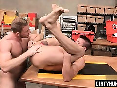 Muscle 15 eara girl anal rimming with cumshot