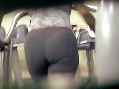 Ebony milf big juicy booty on treadmill