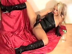 Baby Oil and Masturbation in voyeur sister masturbating me Boots & julia ann lisa Latex