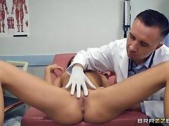 Brazzers - Kara Faux - Gydytojas Nuotykius