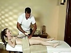 Armas ilu deepthroats, et masseur