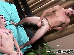 Extreme gay porn vids free and emo massage Bobby gripped Mic