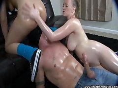 smothered style of fucks un tits, kamēr kļūst femdom handjob