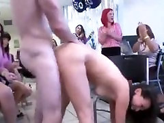 पतला, लड़की फूहड़ हो जाता है में सहकर्मियों के सामने 2