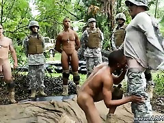 Vojaške zdravniški pregled gay kurac xxx Džungle ravage fest