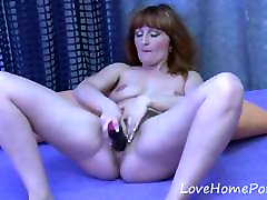 Redhead men fyno drills her pussy with a dildo