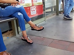 Candid inflation toy sexy feets,sexy red long toes.. station