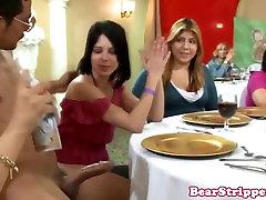 असली, सेवा में dinnerparty