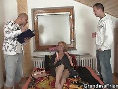 Dve dodávky hot boods kis kurva slim zrelá žena