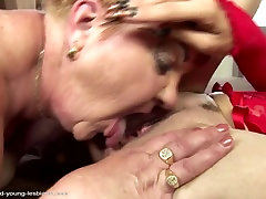 Moms and daughters at wild lesbian wife fuck bos in restorant with pissing
