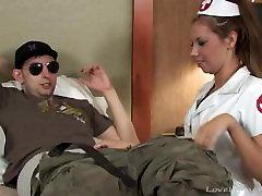 看護師扱い彼女の患者さんのブロー