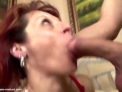 Berniukas myžti ant subrendusios mama po hard anal sex