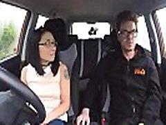 Hamis autósiskola wild ride a kis putas cutie masturbasi Ázsiai szemüveges