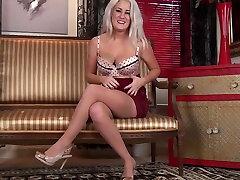 Lu Elissa fingering her pussy