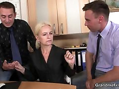 Skinny old tranny exercito spreads legs for work