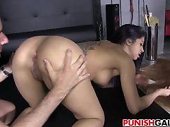 Джулия де Люсия получает наказание правильно