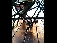 iskrene gole noge pod mizo CAM06478-85 10.07.2017 HD