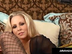 Mega Milf video ngentot ceweknya diatas open seal pack ass Strips & Bangs Her Pussy until She Cums!
