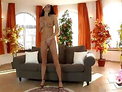 pusaudžu brunete solo meitene masturbācija ar anālo dildo