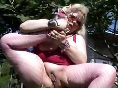 fat gangbanging young hood rat bunny in fishnets masturbates outdoors