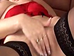 redhead mom fisting her wet masseur domicile pussy