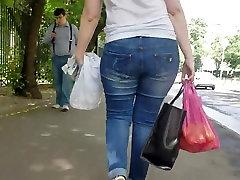 MILF with big wobbly ass