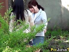 Shameless asian babe pees