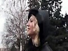 सार्वजनिक स्टेशन से ले जाना - एमेच्योर किशोर वेश्या नकदी के लिए Fucks, 18